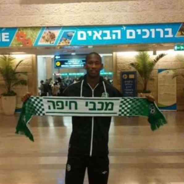 Glynor Plet bij aankomst in Israël
