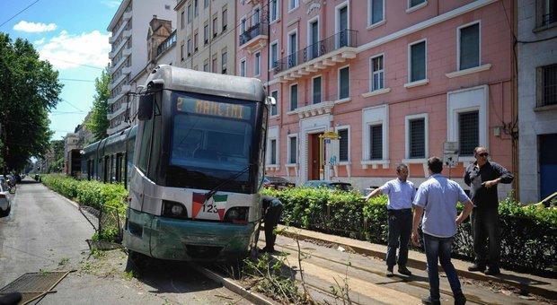 Roma, deraglia tram della linea 2 su via Flaminia: nessun ferito