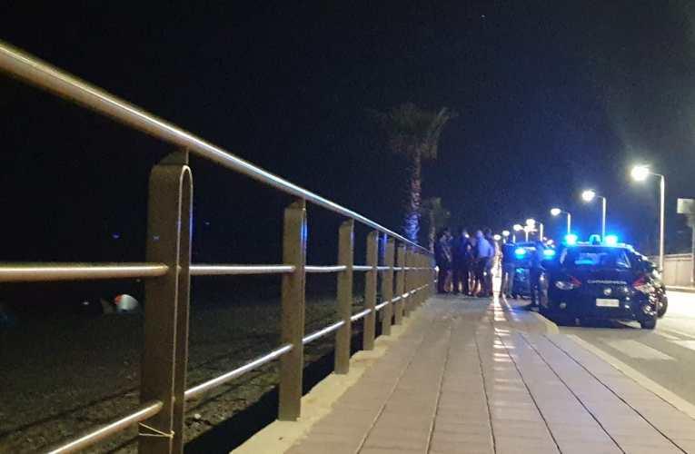 Capo d'Orlando, accampamento abusivo in riva al mare.