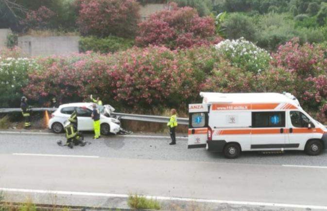 A20 direzione Palermo, autostrada chiuso per incidente