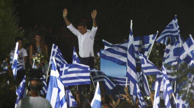 Grecia, stravince la destra: finisce l'era Tsipras, a Nea Dimokratia la maggioranza assoluta