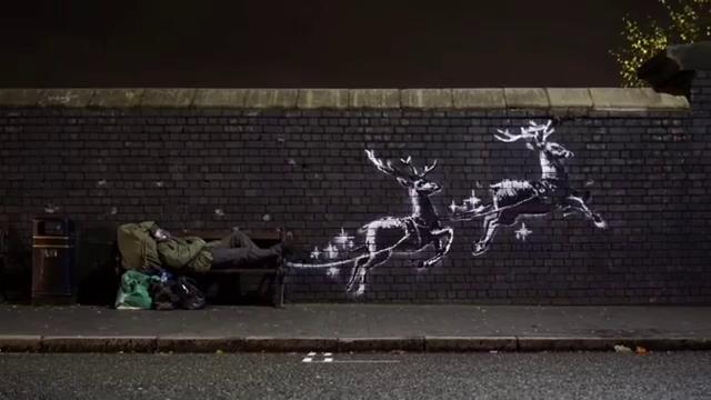 Banksy, il clochard diventa Babbo Natale: il video girato a Birmingham è pura poesia