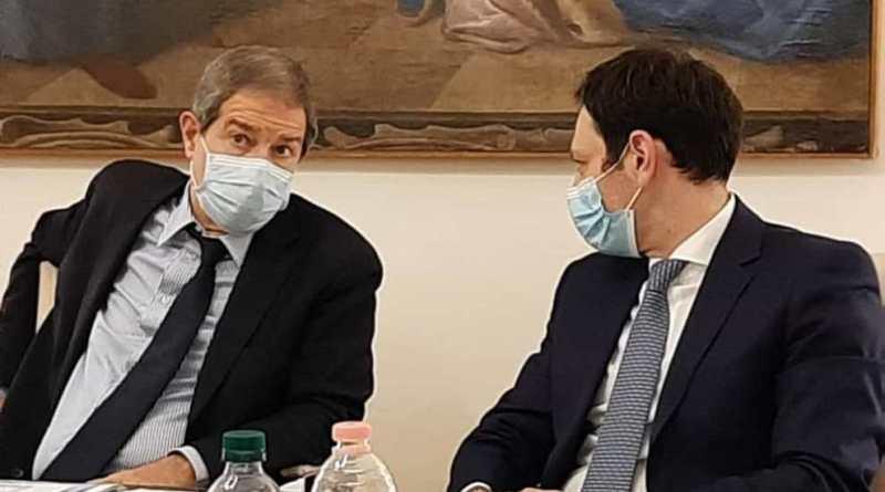 Musumeci segue la strada di De Luca (Campania). Coronavirus, in Sicilia obbligo di mascherine anche all'aperto e stretta sulla movida: pronta l'ordinanza di Musumeci
