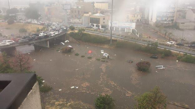 Tragica bomba d'acqua su Palermo: due morti annegati in viale Regione, bimbi ricoverati per ipotermia in ospedale |VIDEO