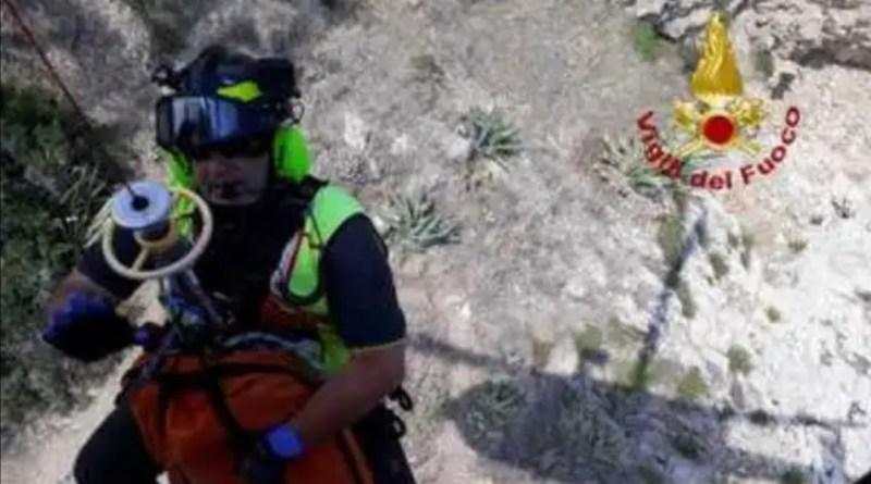 Taormina, ventenne trovato cadavere sugli scogli