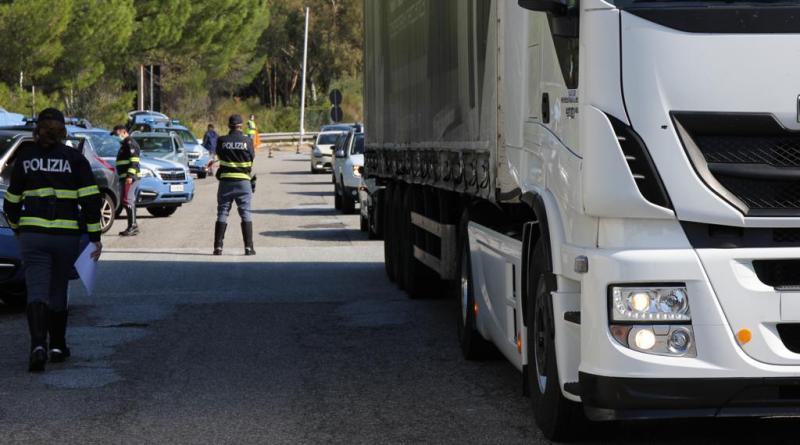 Sicurezza in autostrada. Attenzione al trasporto pubblico nel rispetto delle norme anti covid.