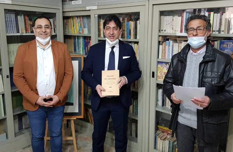 """Il libro """"Pagine di Eroismo raccolte da Cono Di Lena in memoria dei Caduti di Naso"""" donato alla Biblioteca Comunale di Naso"""
