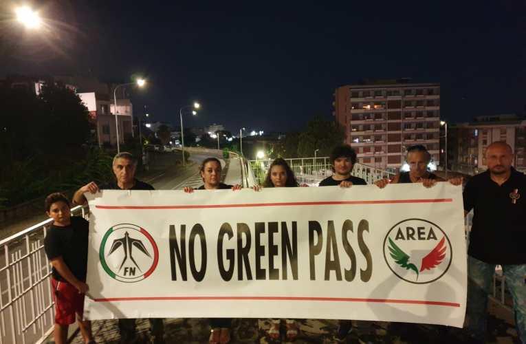 """Forza Nuova si unisce alle numerose proteste contro il """"Green Pass"""" in Italia"""