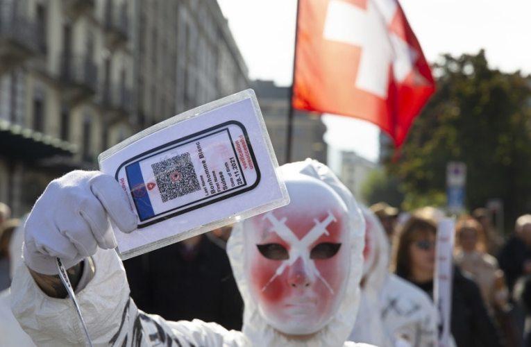 Manifestazioni contro il Covid pass a Ginevra e Basilea