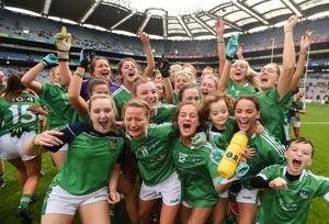 my Ryan (front right) celebrates winning the 2018 TG4 All-Ireland Junior Championship with her teammates and her two sons Tommy and Billy at Croke Park, Dublin. Photo: David Fitzgerald/Sportsfile