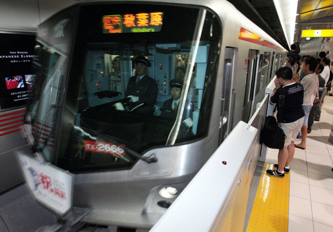 """Japan Railway expresses their """"deep apologies"""" after train leaves 20 seconds early"""