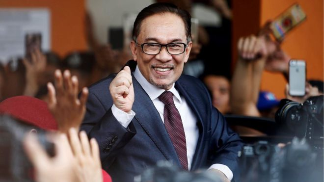 Malaysia's Anwar Ibrahim freed from jail after Mahathir election win