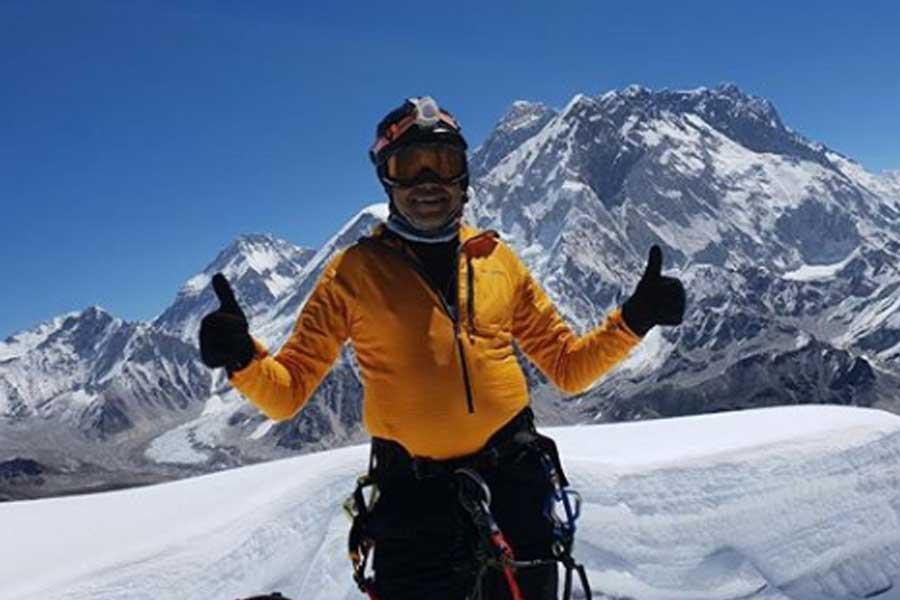 Sri Lanka's Johann Peiris successfully summits Mount Everest