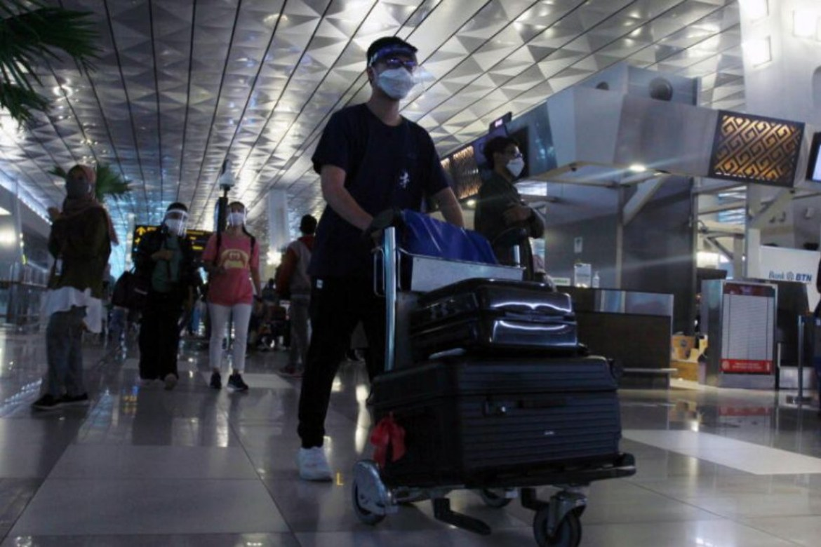 Indonesia bans international visitors for 2 weeks over new Covid-19 virus strain
