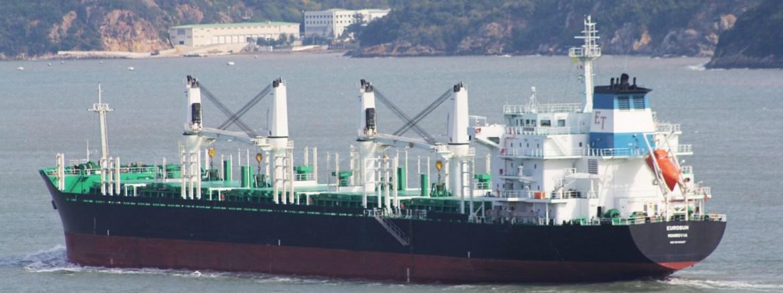 Cargo ship runs aground off Little Basses Reef