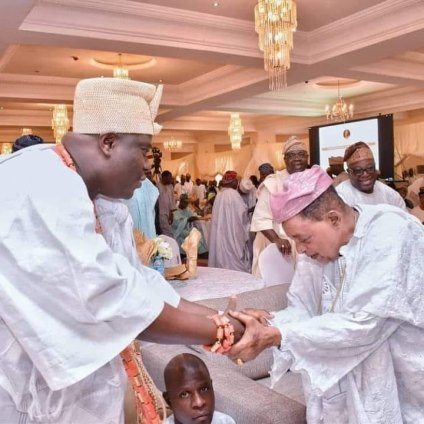 UNCOMMON! Alaafin Of Oyo Bows To Ooni Of Ife – Independent ...