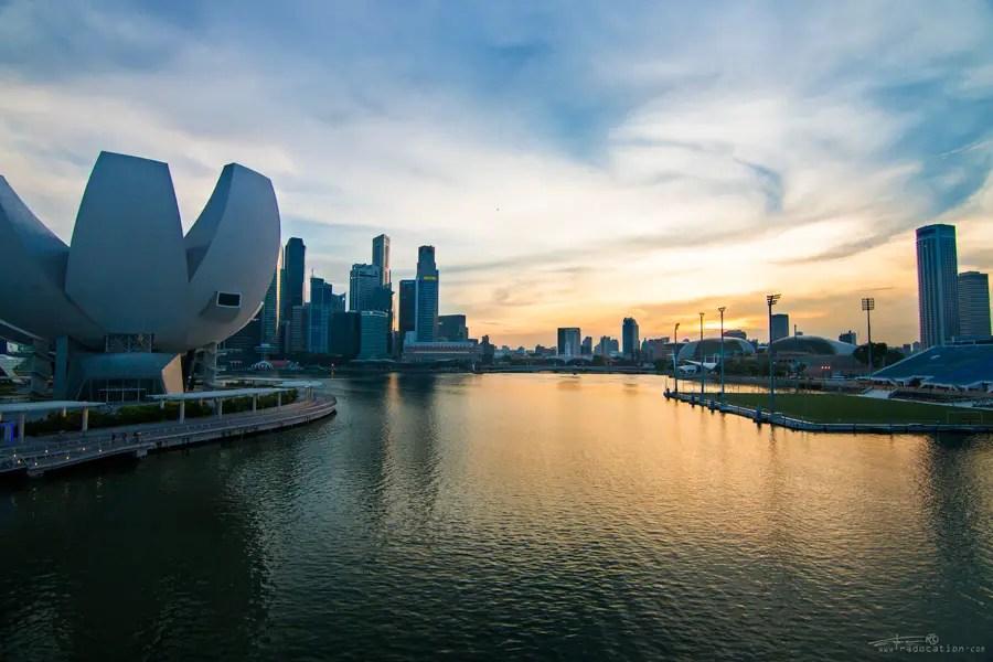 Marina Bay Singapore, Singapore Marina Bay sunset, Marina Bay, travel guide Singapore, what to do in Singapore, top things to see in Singapore, travel blog, travel couple in Singapore,