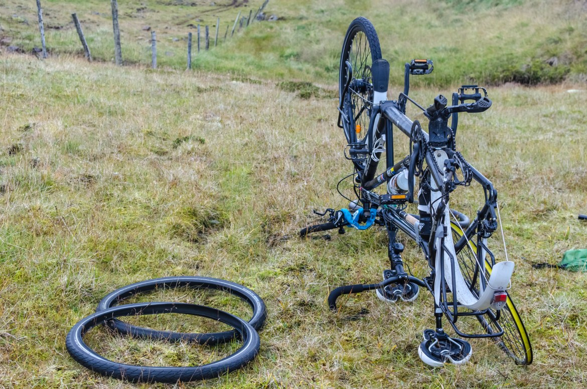independent people how to cycle in iceland tyre schwalbe marathon tandem
