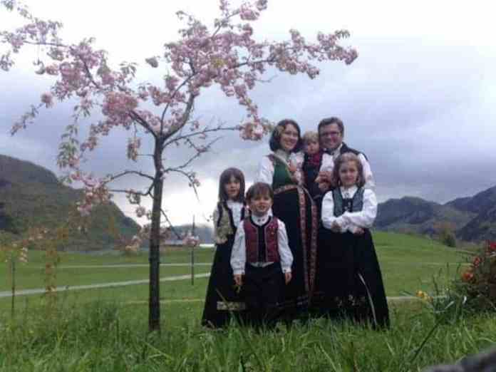 Norweigan Christian couple Marius and Ruth bonder with their children.