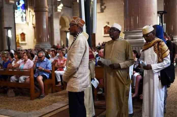 muslims-comorian-community-attend-mass-sacre-coeur-basilica-marseille-tribute-priest