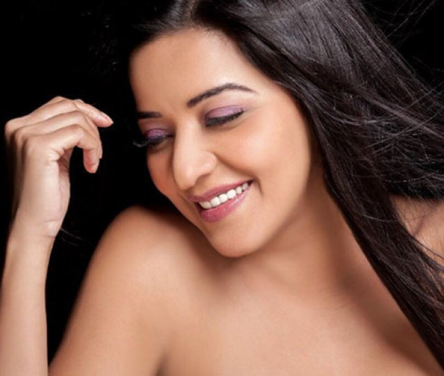 Bhojpuri Actress Monalisa Looks Sexy In The Most Basic Picture Check Out