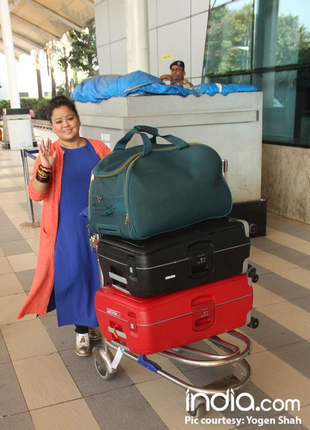 Bharti-Singh-will-be-leaving-for-Goa-today-for-her-wedding-spotted-at-airport-(3)