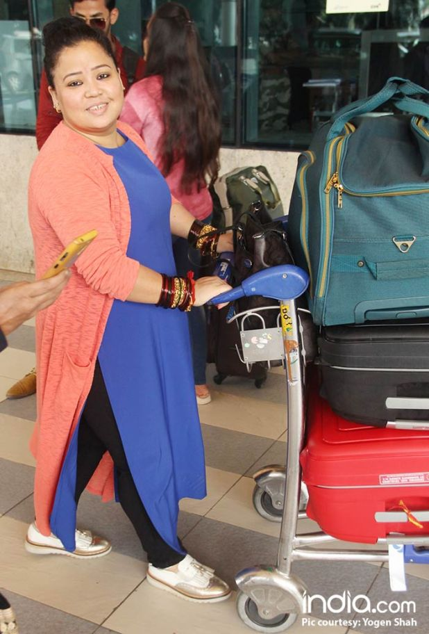 Bharti-Singh-will-be-leaving-for-Goa-today-for-her-wedding-spotted-at-airport-(5)