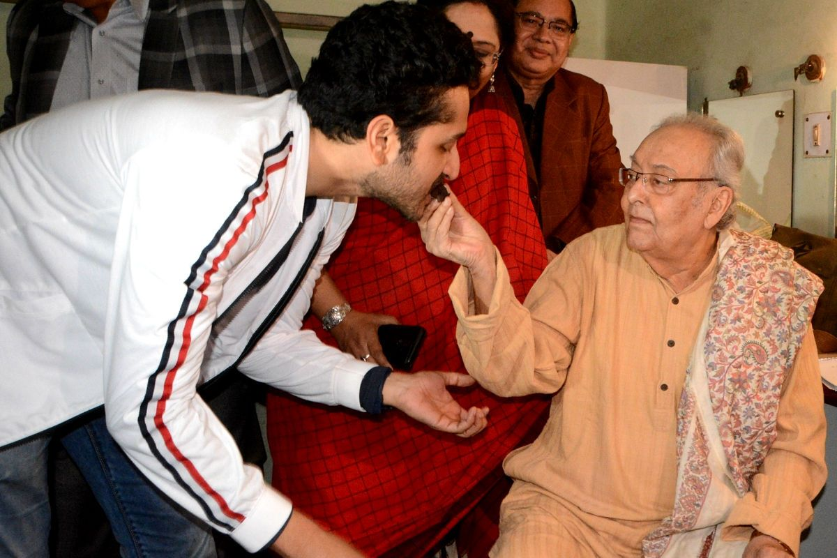 Soumitra Chatterjee Still Unconscious, Put on Dialysis After Secondary Pneumonia And Kidney Issues
