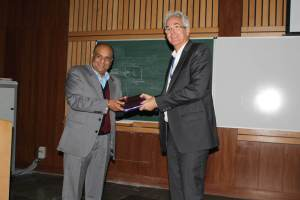 Brejesh Lal presenting a memento to Klaus Pendl at Developers tutorial in Delhi