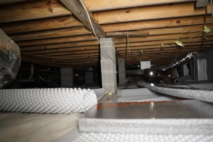 Crawl space with insulation on floor