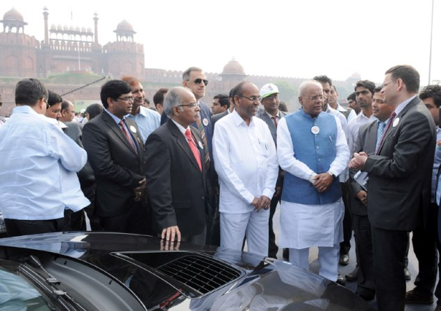 The Union Minister for Heavy Industries and Public Enterprises, Shri Anant Geete flagging-off ceremony of the '3-Cities' FAME India Eco Drive', at Red Fort, Delhi on November 26, 2015. The Minister of State for Heavy Industries & Public Enterprises, Shri G.M. Siddeshwara and other dignitaries are also seen.