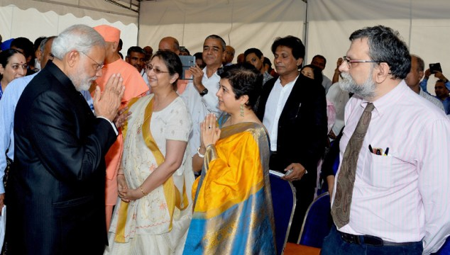 The Prime Minister, Shri Narendra Modi meeting the family members of INA veterans, at the Indian National Army Memorial Marker, in Singapore on November 24, 2015.