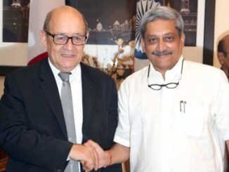 manohar-parrikar-with-the-french-defence_indianbureaucracy