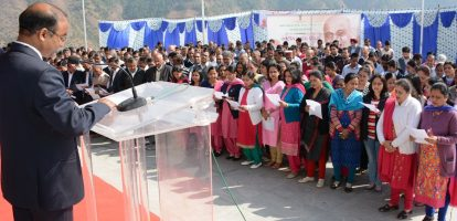sh-n-l-sharma-directorpersonnel-administring-oath-to-employees-2