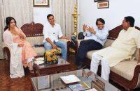 Suresh Prabhu praises Akshay-indianbureaucracy