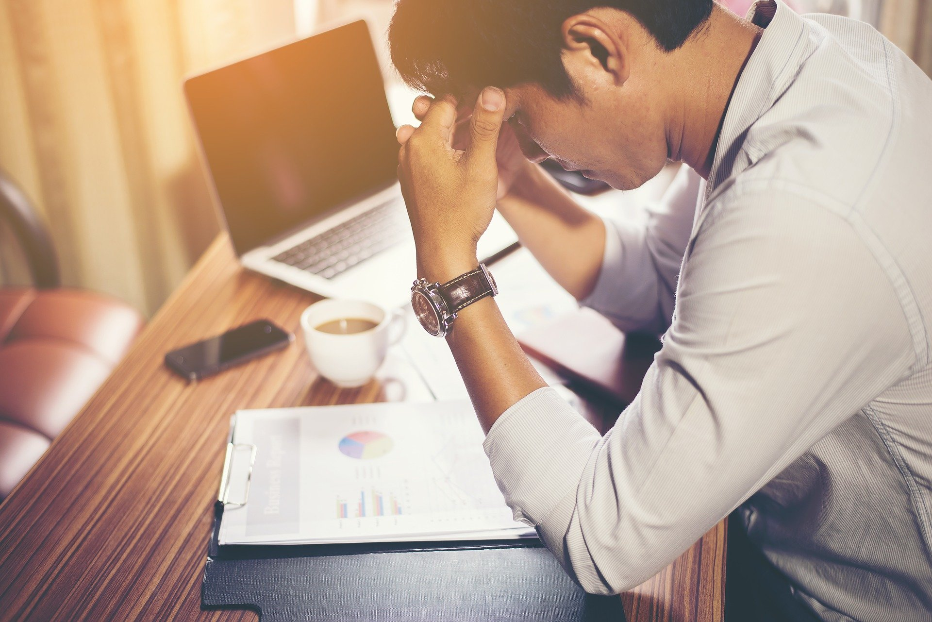 Acute stress may slow down the spread of fears