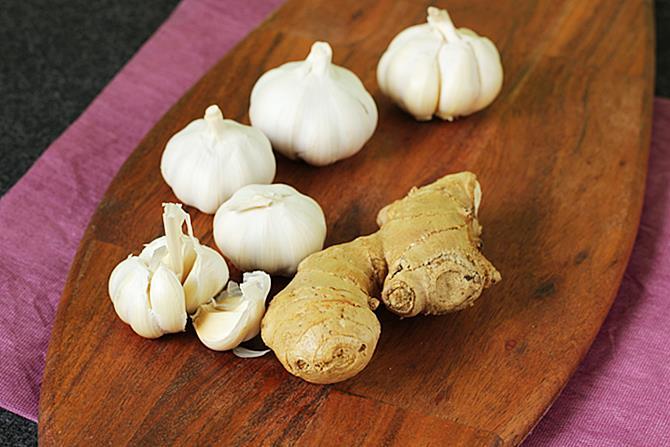 Ginger garlic paste recipe - Swasthi's Recipes
