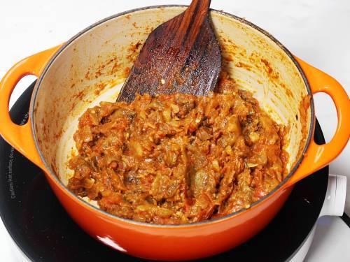 Sauteing baingan bharta in a pan