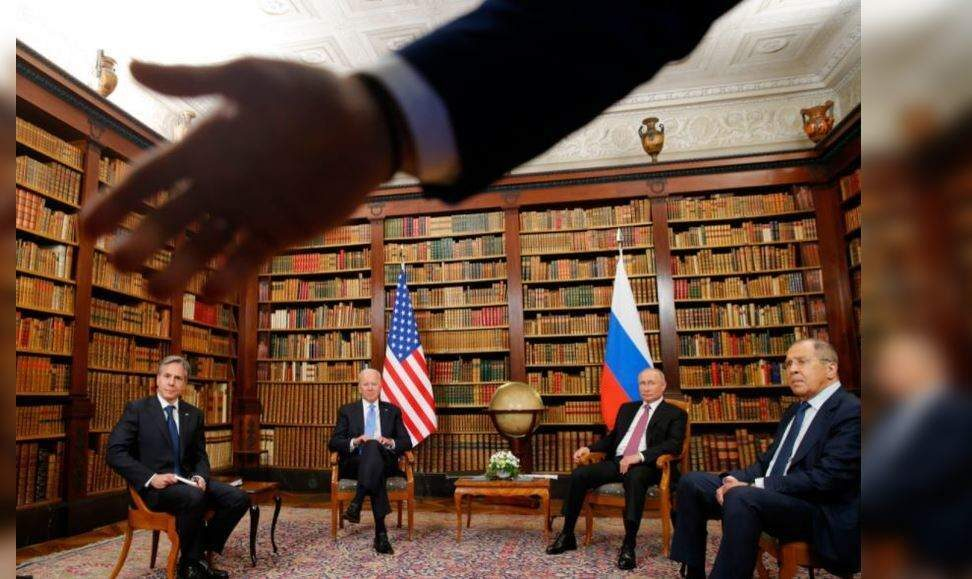 Biden-Putin meeting opens with reporters shoving – Times of India