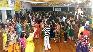 Nights before Nine Nights-Thousands participate in the Dandiya