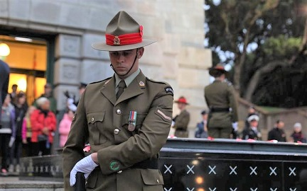 Thousands pay tribute on ANZAC Day around the country