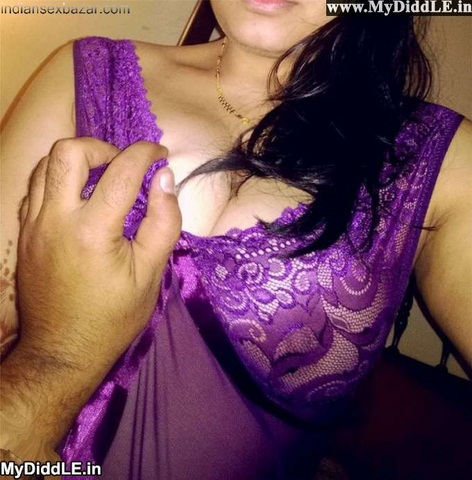 delhi-bhabhi-devar-sex-topless-nude-naked-boobs-nipples-5