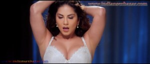 Sunny Leone Uncensored Sex Scenes In ONE NIGHT STAND Movie Sunny Leone hot bed scene 8