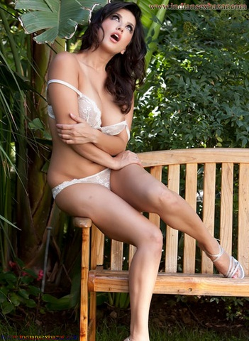 Sunny Leone gets hottest Shine Body Figure Without Clothes Sunny Leone XXX Nude Images Indian girl nude images 12