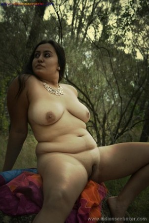 Outdoor Romance Nude Photo मलमल के बिस्तर पर चोदने लायक माल को जंगल मे ले जाके चोदते ह चूतिये (16)