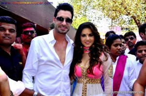 Indian Pornstar Sunny Leone Celebrating Holi See Her Big Boobs VERY SEXY PIC (4)