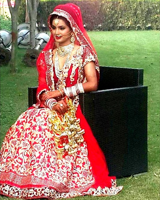 Beautiful Punjabi Bride - IndianWeddingCards