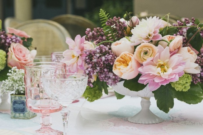 Floral wedding table centerpiece