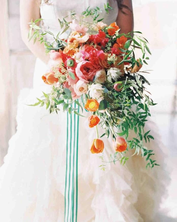 wedding bouquet according to season