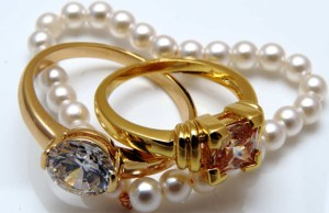 Jewellery sales to witness 25 pc growth during Dhanteras: Experts
